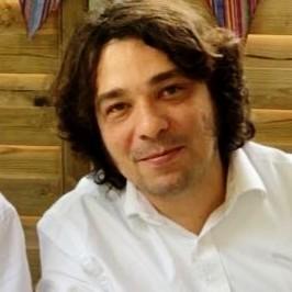 La imagen del perfil del ponente Efraín Castañeda.